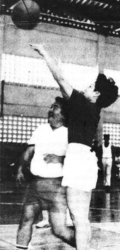 miriam defensor santiago playing basketball with husband