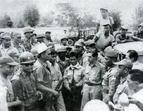 Defense Secretary Ramon Magsaysay overseeing the capture of William Pomeroy