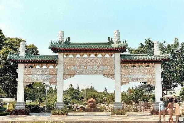 Entrance to the Chinese Garden in Rizal Park, late 1960s